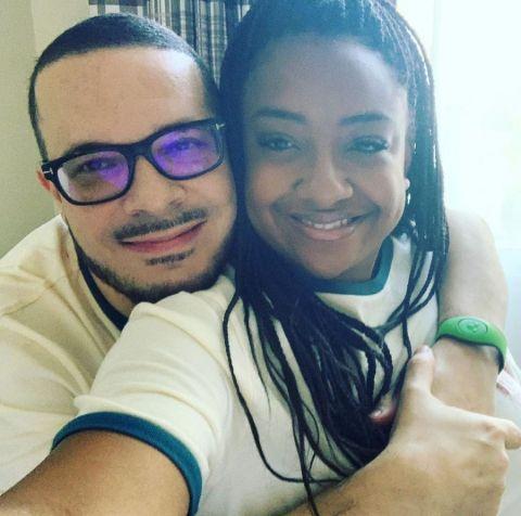 A selfie of Shaun King hugging wife, Rai King.