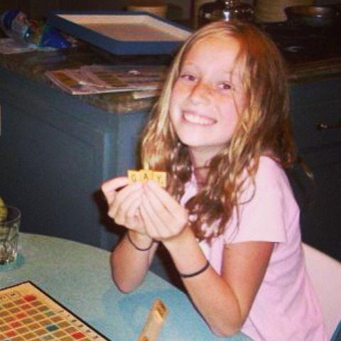 Hannah Einbinder Playing Scribble.