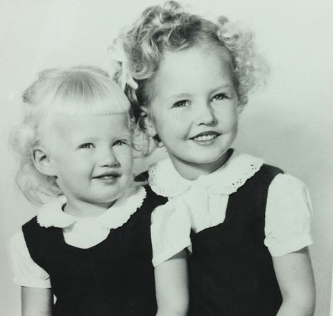 Photos of Linda and Diane Sawyer.