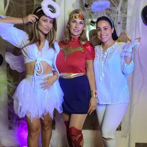 Zulay Henao with her Mother and Sister.